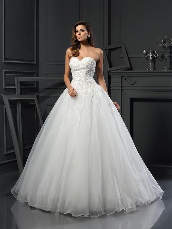 Balklänning Hjärtformad Pärlbrodering Ärmlös Långa Tyll Brudklänningar