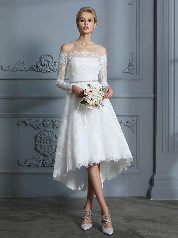A-linjeformat Långa ärmar Off-shoulder ringning Asymmtrisk Spetsar Bröllopsklänningar
