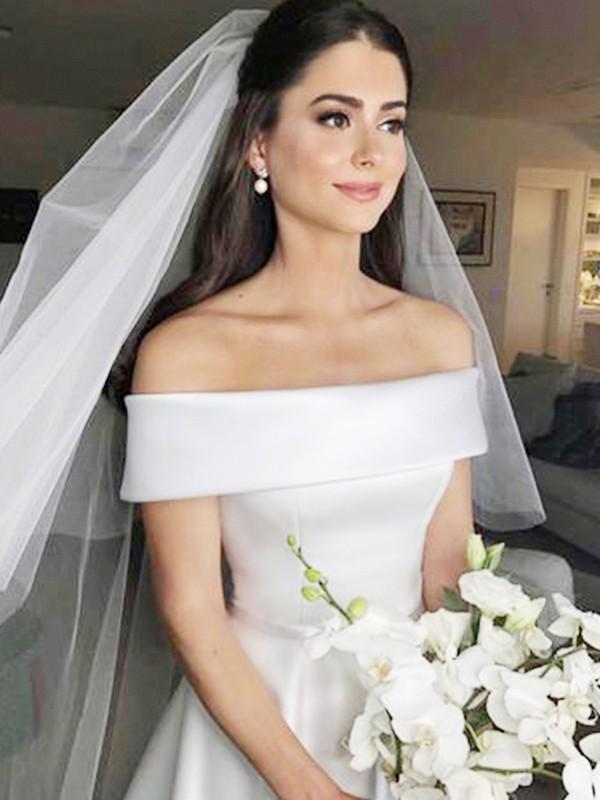 A-linjeformat Off-shoulder ringning Ärmlös Sweep släp Rufsar Satäng Bröllopsklänningar