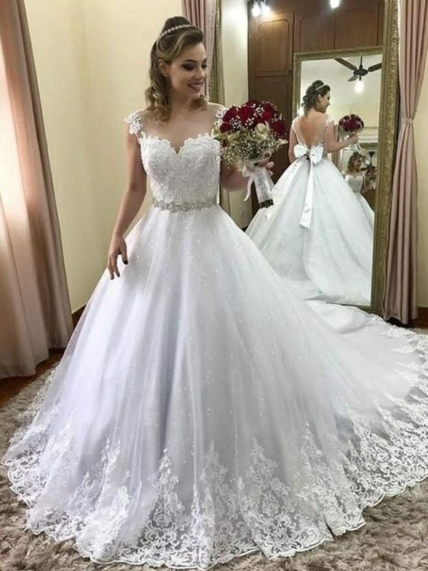Stora Hjärtformad Ärmlös Court släp Pärlbrodering Tyll Bröllopsklänningar