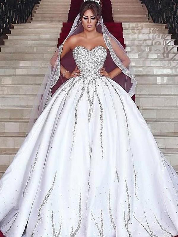 Balklänning Älskling Satäng Pärlbrodering Ärmlös Sweep släp Bröllopsklänningar