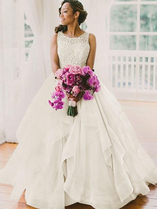 Stora Ärmlös Rund-urringning Pärlbrodering Sweep släp Tyll Bröllopsklänningar
