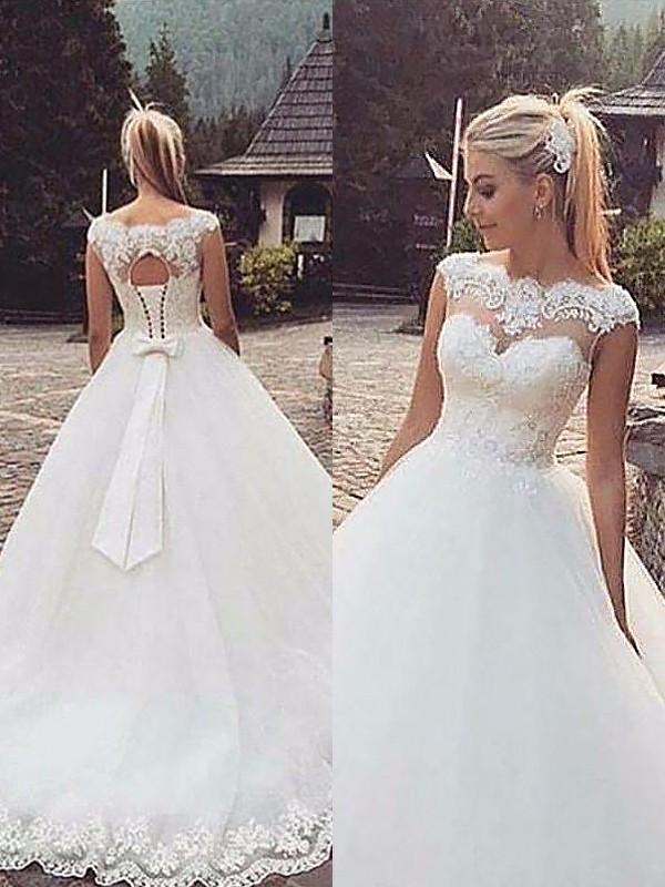 Stora Ärmlös Bateu Spetsar Tyll Court släp Bröllopsklänningar