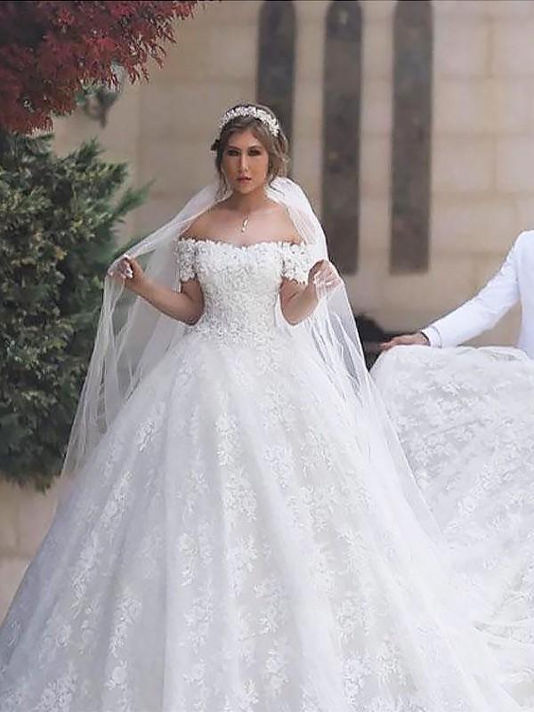 Stora Off-shoulder ringning Spetsar Korta ärmar Tyll Court släp Bröllopsklänningar