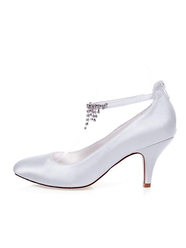 Women's Satäng Closed Toe Pärlbrodering Spool Heel Bröllop Skor