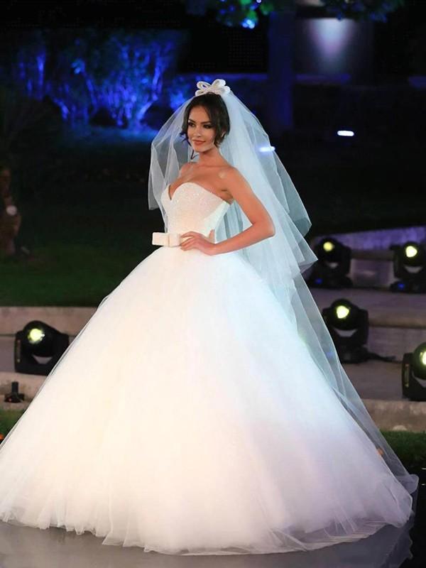 7a6ea1a1ee0b Stora Rosett Hjärtformad Tyll Ärmlös Golvläng Bröllopsklänningar at Hebeos