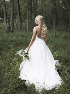 A-linjeformat Ärmlös V-ringning Smala axelband Court släp Spetsar Organzapåse Bröllopsklänningar