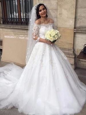 Stora Tyll Off-shoulder ringning Applikation 3/4 Ärmar Chapel släp Bröllopsklänningar