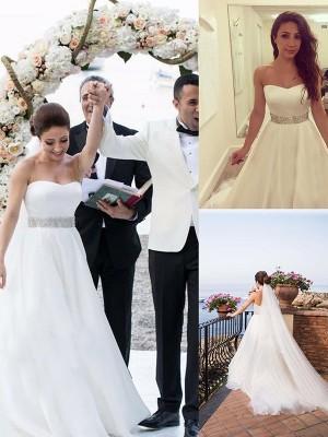 A-linjeformat Hjärtformad Ärmlös Pärlbrodering Tyll Sweep släp Bröllopsklänningar