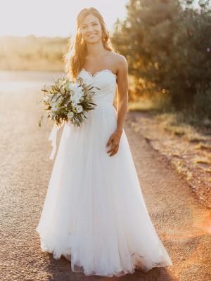 A-linjeformat Hjärtformad Tyll Volanger Ärmlös Golvläng Bröllopsklänningar