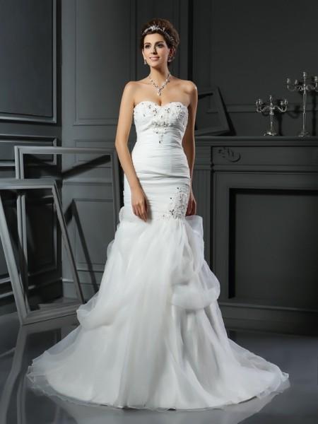 Trumpet/Sjöjungfru Hjärtformad Pärlbrodering Ärmlös Långa Nät Brudklänningar