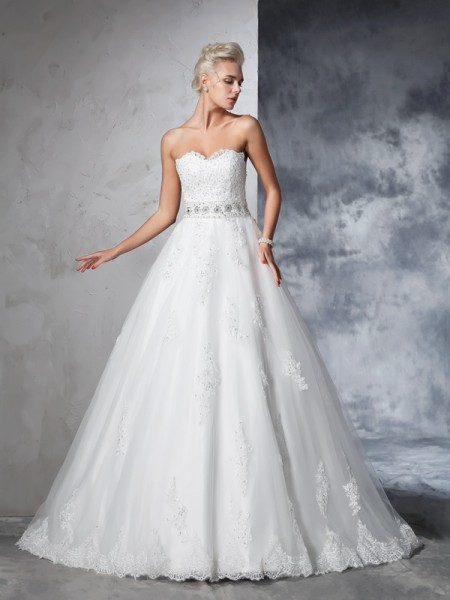 Balklänning Hjärtformad Applikation Ärmlös Långa Nät Brudklänningar