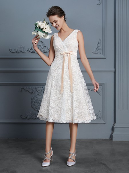 A-linjeformat V-ringning Ärmlös Knälång Spetsar Rosett Bröllopsklänningar