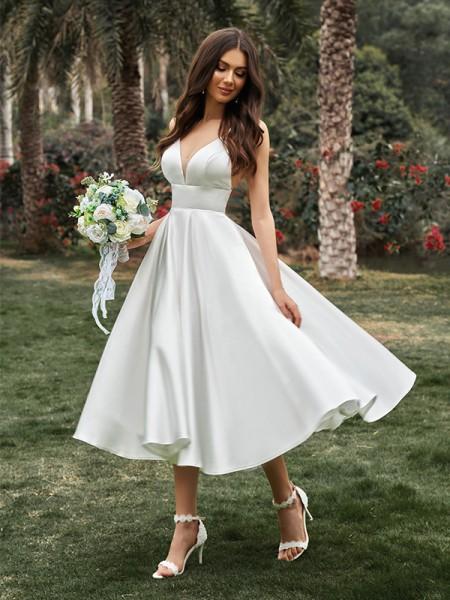 A-linjeformat Rufsar V-ringning Ärmlös Satäng Tea-lång Bröllopsklänningar