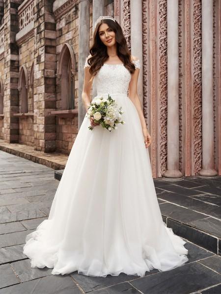 A-linjeformat Applikation Off-shoulder Ärmlös Tyll Court släp Bröllopsklänningar