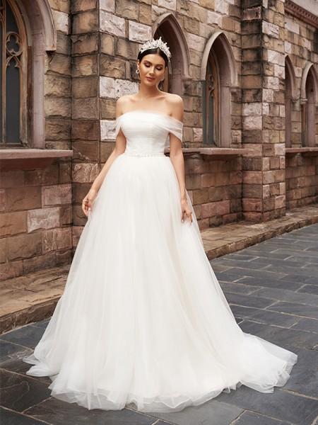 A-linjeformat Tyll Ärmlös Off-shoulder Volanger Sweep släp Bröllopsklänningar