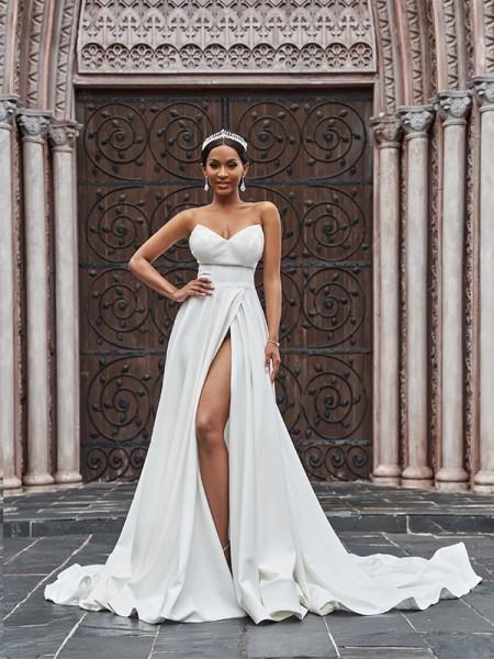 A-linjeformat Satäng Rufsar Ärmlös Älskling Court släp Bröllopsklänningar