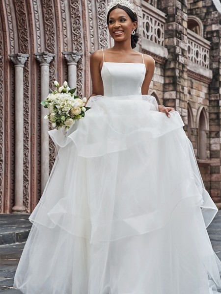 A-linjeformat Tyll Smala axelband Ärmlös Rufsar Sweep släp Bröllopsklänningar