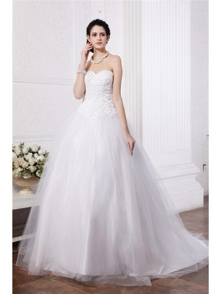 Balklänning Hjärtformad Ärmlös Pärlbrodering Applikation Långa Nät Brudklänningar