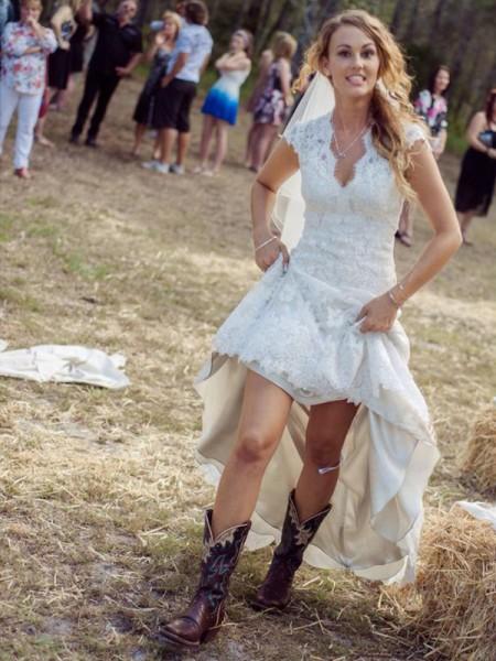 Slida/Kolumn V-ringning Korta ärmar Applikation Court släp Spetsar Bröllopsklänningar