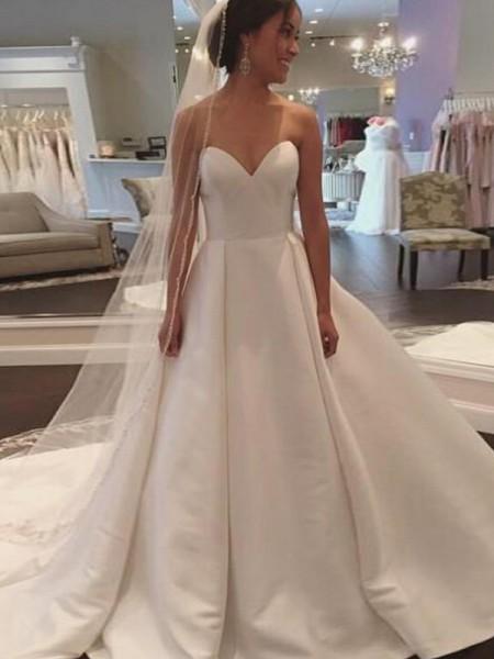 Stora Ärmlös Hjärtformad Court släp Satäng Bröllopsklänningar