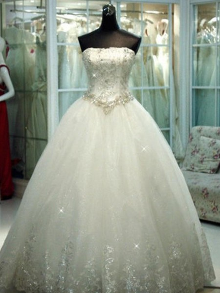 Stora Axelbandslös Pärlbrodering Tyll Ärmlös Golvläng Bröllopsklänningar
