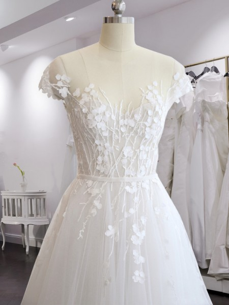 A-linjeformat V-ringning Court släp Korta ärmar Applikation Tyll Bröllopsklänningar