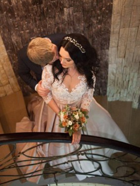 Stora V-ringning Långa ärmar Spetsar Court släp Satäng Bröllopsklänningar