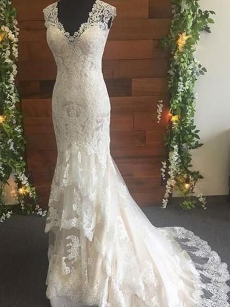 Trumpet/Sjöjungfru Tyll Spetsar V-ringning Ärmlös Sweep släp Bröllopsklänningar
