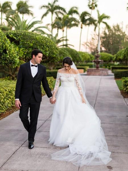 A-linjeformat Tyll Spetsar Off-shoulder ringning Långa ärmar Sweep släp Bröllopsklänningar