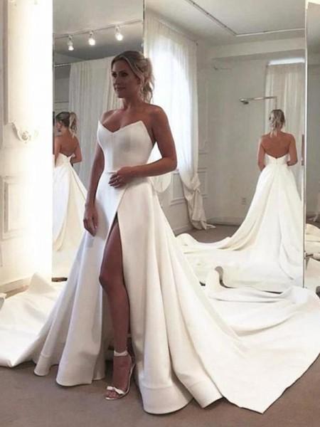 A-linjeformat Ärmlös Rufsar Älskling Satäng Court släp Bröllopsklänningar