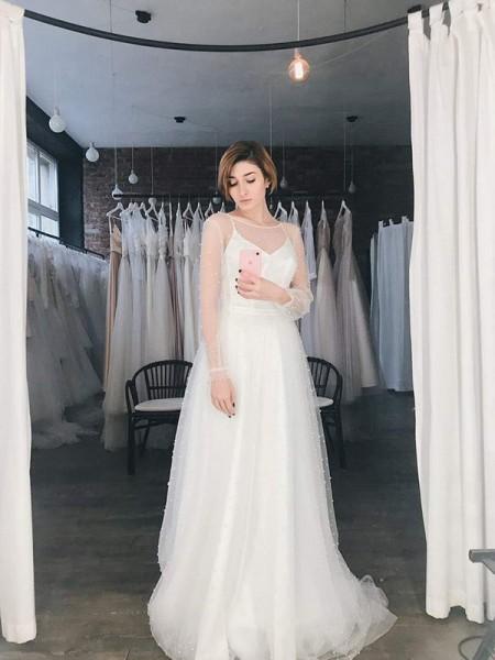 A-linjeformat Tyll Pärlbrodering Rund Långa ärmar Sweep släp Bröllopsklänningar
