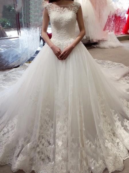 Stora Ärmlös Bateu Applikation Court släp Tyll Bröllopsklänningar