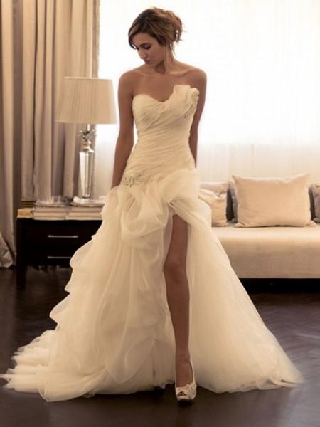 Stora Organzapåse Pärlbrodering Hjärtformad Ärmlös Sweep släp Bröllopsklänningar