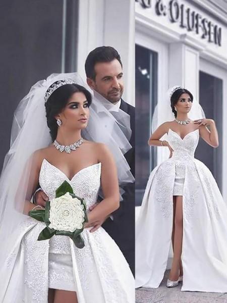 Stora Pärlbrodering Satäng Ärmlös Chapel släp Hjärtformad Bröllopsklänningar