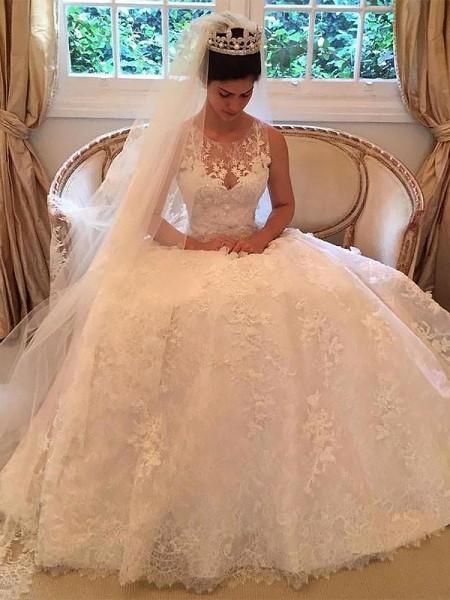 A-linjeformat Spetsar Court släp Rund-urringning Applikation Ärmlös Bröllopsklänningar