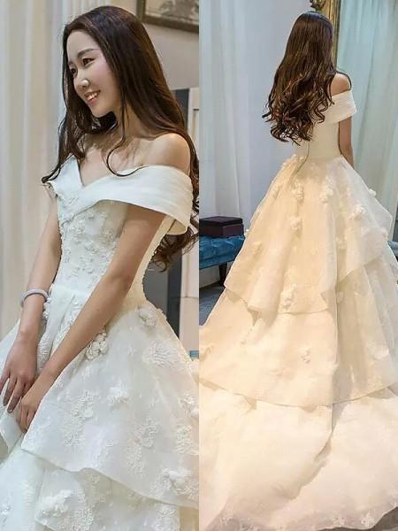 Stora Tyll Ärmlös Court släp Off-shoulder ringning Bröllopsklänningar