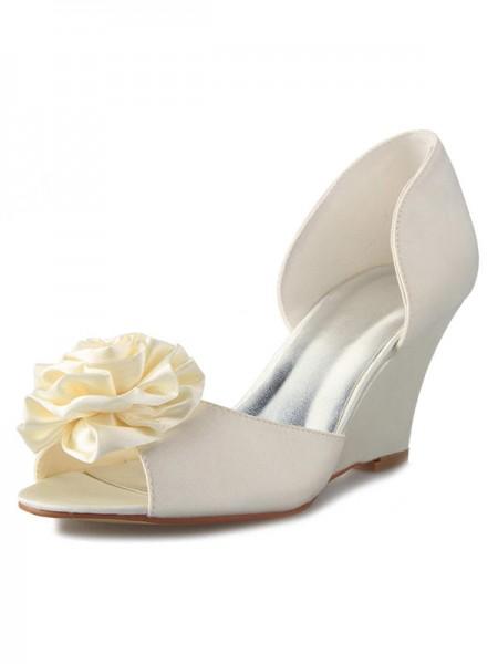Women's kilar Heel Satäng Peep Toe Dekorera med Blommor Vit Bröllop Skor