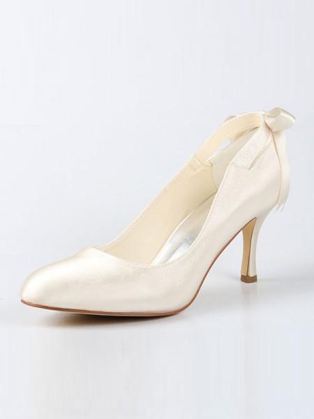 Women's Satäng Closed Toe Spool Heel Dekorera med Rosett Ivory Bröllop Skor